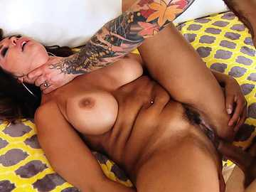 Mature Latina Francesca Le exposes great anal fucking skills in xxx video